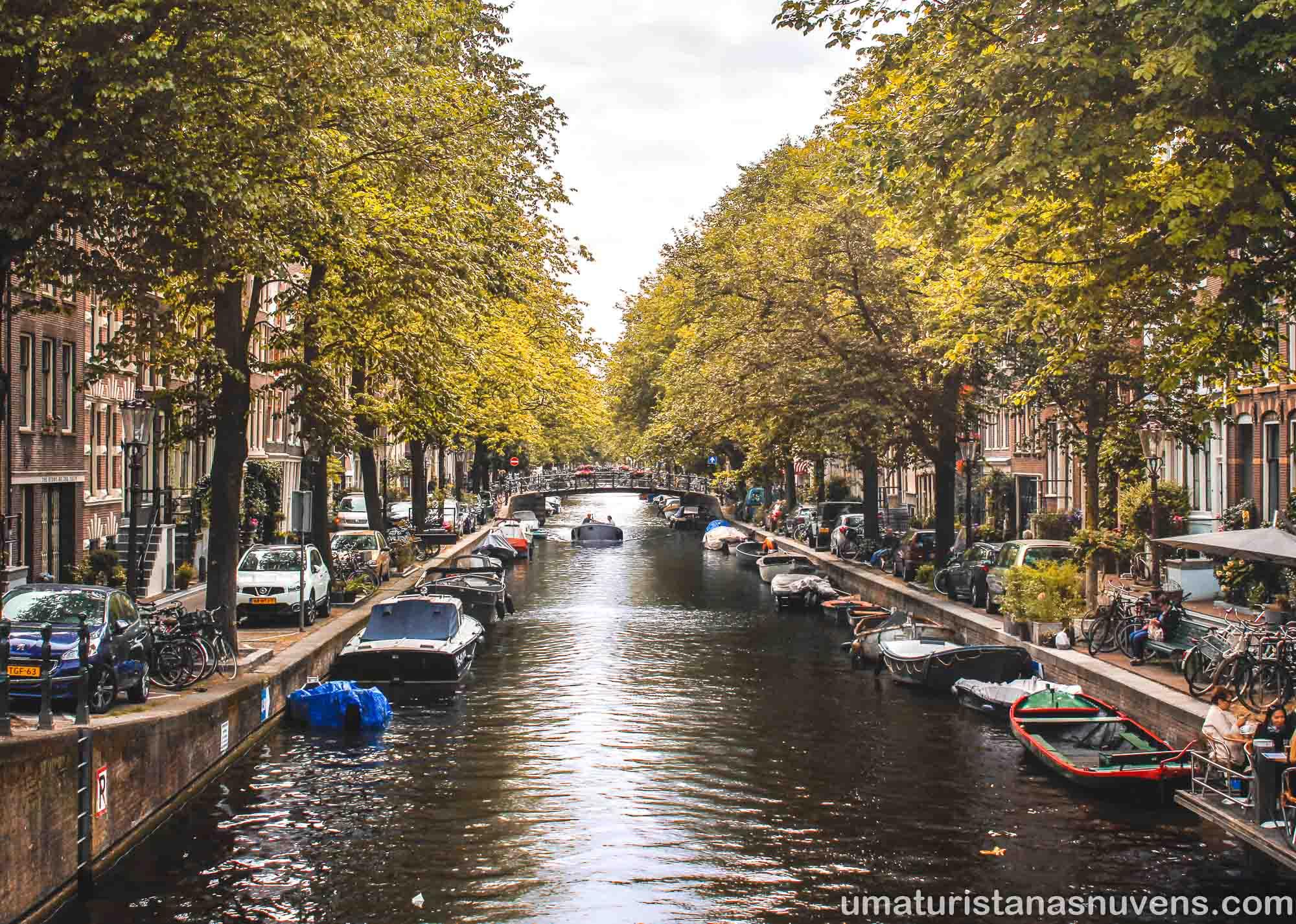 Canal no bairro Jordaan em Amsterdam - Holanda